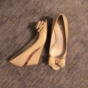 Vince Camuto Nude Bow Heels